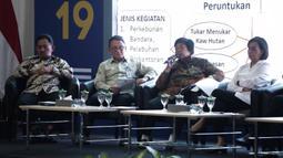 """Menteri Lingkungan Hidup dan Kehutanan Siti Nurbaya Bakar (kedua kanan) menjadi pembicara dalam acara 'KPK Mendengar' di Gedung KPK, Jakarta, Senin (9/12/2019). KPK menggelar peringatan Hakordia 2019 dengan tema """"Bersama Melawan Korupsi Mewujudkan Indonesia Maju"""". (Liputan6.com/Faizal Fanani)"""