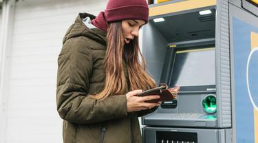 Ilustrasi lupa bawa kartu ATM