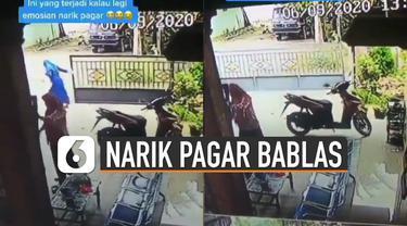 Video kocak perempuan tutup pagar rumah kebablasan viral di media sosial. akibat kejadian itu pagar rumah terjatuh dan membuat kaget orang-orang di sekitar pagar itu.