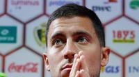 Gelandang Chelsea, Eden Hazard menjadi salah satu target Barcelona di bursa transfer musim panas 2017. (BRUNO FAHY / Belga / AFP)