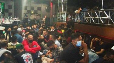 Suasana sebuah diskotek di Pekanbaru saat digrebek Polda Riau karena beroperasi saat pendemi Covid-19 di Riau.
