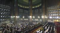 Umat Islam salat Idul Fitri di Masjid Istiqlal (AntaraFoto)