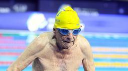 George Corones usai mengikuti renang 50 meter di Gold Coast Aquatic Centre di Gold Coast, Queensland, Australi (28/2). George Corones, berhasil menyelesaikan renang gaya bebas 50 meter dalam waktu 56,12 detik. (AFP/Swimming Australia)