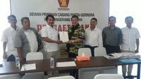 Kolonel (Sus) Beben Nurpadilah resmi mendaftar ke DPD Partai Gerindra Banten untuk mencalonkan diri sebagai calon Wali Kota Tangsel. (Liputan6.com/Pramita Tristiawati)