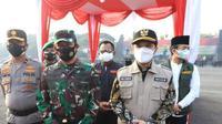 Pangdam V Brawijaya Mayjen TNI Suharyanto bersama Wagub Jatim Emil Dardak. (Dian Kurniawan/Liputan6.com)