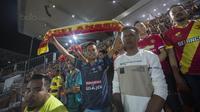 Sejumlah Aremania datang mendukung Selangor FA saat melawan Kuala Lumpur FA pada laga Liga Super Malaysia di Stadion Kuala Lumpur, Cheras, Minggu (4/2/2018). Kuala Lumpur FA kalah 0-2 dari Selangor FA. (Bola.com/Vitalis Yogi Trisna)