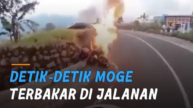 Insiden kebakaran terekam kamera pengendara motor.