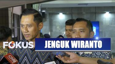 Susilo Bambang Yudhyono dan dua putranya menjenguk Menko Polhukam RSPAD Gatot Subroto.