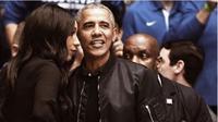 Barack Obama dengan jaket bomber hitam. (dok.Instagram @mensfashionpost/https://www.instagram.com/p/BuJ4MaZnypl/Henry