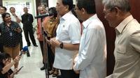 Wiranto mengatakan, Menteri Kesehatan Terawan Agus Putranto menyampaikan bahwa dalam menghadapi virus corona COVID-19, Indonesia sudah berada dalam tahap siaga darurat.