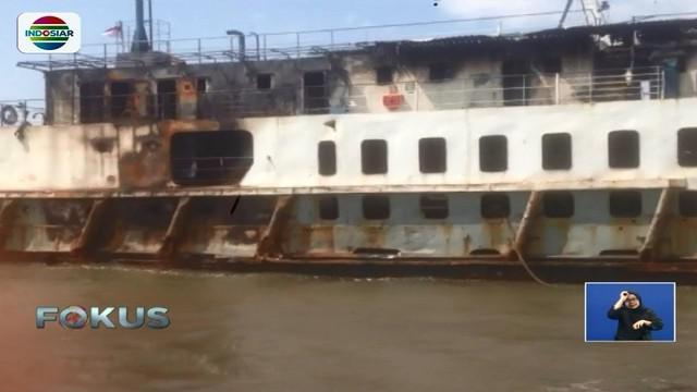 Polisi masih selidiki penyebab Kapal Motor Penumpang Labitra Adinda terbakar saat perjalanan menuju Pelabuhan Ketapang, Banyuwangi.