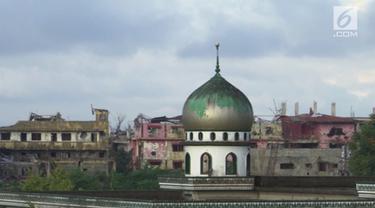 Warga muslim Marawi terpaksa merayakan Idul Fitri di tempat penampungan akibat rumahnya hancur akibar perang.