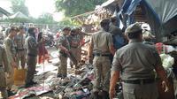 Pembongkaran lapak liar di Pasar Klender. (Liputan6.com/Ahmad Romadhoni)