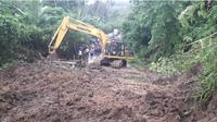 Longsor, jalur Trans Sulawesi di Gorontalo Utara terputus. (Liputan6.com/Andri Arnold)
