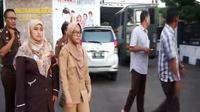 Tangkapan layar video penangkapan dan penahanan Kades Jeruklegi Kulon, Cilacap, IR oleh Kejari Cilacap. (Foto: Liputan6.com/Kejari Cilacap/Muhamad Ridlo)