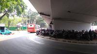 Ada sekitar lima titik parkir kendaraan roda dua dan roda empat untuk acara Penutupan Asian Games 2018. (Tommy/Liputan6.com)