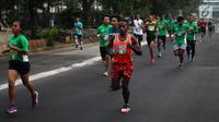 Peserta mengikuti Lomba lari MILO Jakarta International 10K 2017 di Jakarta, Minggu (23/7). MILO Jakarta International 10K 2017 melombakan tiga kategori yakni 10K, 5K dan Family Run 1,7K. (Liputan6.com/Faizal Fanani)