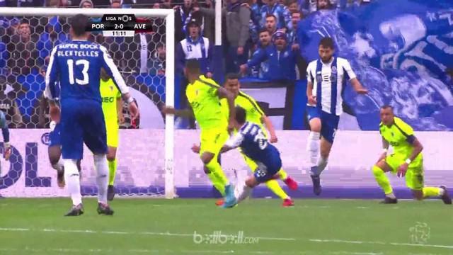 Porto mencetak gol aneh saat mengalahkan Desportivo Aves 2-0 dan mempertahankan upaya mereka merebut gelar Liga Portugal dengan me...