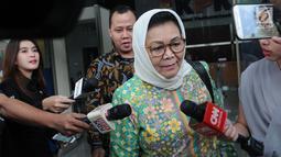 Mantan Sekretaris Direktur Jenderal Administrasi Kependudukan Kemendagri, Triyuni Soemartono menjalani pemeriksaan di KPK, Jakarta, Jumat (1/2). Triyuni diperiksa sebagai saksi untuk tersangka mantan anggota DPR, Markus Nari. (Merdeka.com/Dwi Narwoko)