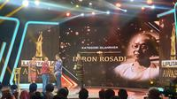 Bapak Angkat Besi Indonesia, Imron Rosadi Meraih Penghargaan Liputan6 Awards pada Sabtu (25/5/2019). (Foto: Liputan6.com/Nanda Perdana Putra)