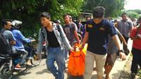 Mamat, warga Kemang, Kabupaten Bogor ditemukan tewas di aliran sungai Kali Baru, Cilebut, Bogor. (Liputan6.com/Achmad Sudarno)