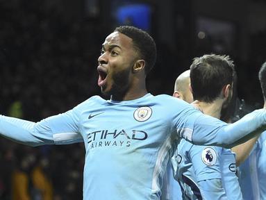 Pemain Manchester City, Raheem Sterling memimpin top scorer sementara The Citizens dengan torehan 13 gol di semua ajang kompetisi yang diikuti timnya. (AFP/Oli Scarff)
