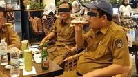 Viral ASN nongkrong sambil minum bir di Makassar (Liputan6.com/Istimewa)