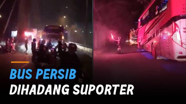 Viral bus yang mengangkut rombongan pemain Persib Bandung dihadang suporter.