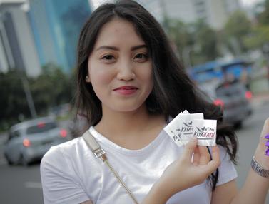 Aksi Bagi-Bagi Cokelat Relawan Milenial Jokowi-Ma'ruf