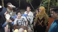 Indra warga asal Cirebon yang menjadi korban gempa dan tsunami Palu Sulawesi Tengah mendapatkan perawatan serius dari pemerintah setempat. Foto (Liputan6,com / Panji Prayitno)