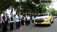 Menteri BUMN, Erick Thohir, dan Wali Kota Medan, Bobby Nasution, melepas mobil vaksinasi Covid-19 keliling