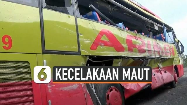 Kecelakaan maut terjadi antara dua bus di Tol Cipali, Jawa Barat. 7 orang tewas dan puluhan lainnya mengalami luka berat dan ringan.
