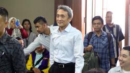Mantan petinggi Lippo Group Eddy Sindoro bersiap menjadi saksi pada sidang lanjutan dugaan menghalangi proses penyidikan KPK dengan terdakwa Lucas di Pengadilan Tipikor, Jakarta, Kamis (17/1). (Liputan6.com/Helmi Fithriansyah)