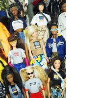 Boneka barbie seperti bintang street style. (Foto: AvaNirui)