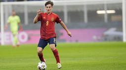 Pada laga tersebut ada salah satu pemain yang mampu mencuri perhatian yakni pemain muda Spanyol, Pablo Martin Paez Gavira alias Gavi. (AP/Antonio Calanni)