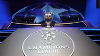 Ilustrasi Logo dan trofi Liga Champions. (AFP/Valery Hache)
