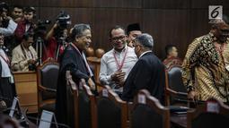 Menteri Ketenagakerjaan Hanif Dhakiri terlihat menghadiri sidang putusan sengketa hasil Pilpres 2019 di Gedung Mahkamah Konstitusi, Jakarta, Kamis (27/6/2019). Sidang yang dimohonkan Prabowo Subianto-Sandiaga Uno itu beragendakan pembacaan putusan oleh majelis hakim MK. (Liputan6.com/Faizal Fanani)