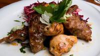 kebab tersebut dihidangkan dengan daging sapi Wagyu terbaik asal jepang yang dimasak dengan jamur morel dan minyak italia berkualitas tinggi