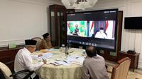 Wakil Presiden Ma'ruf Amin dan Gubernur Jawa Barat Ridwan Kamil melakukan teleconference.  (foto: Setwapres)