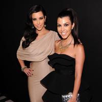Kim Kardashian dan Kourtney Kardashian (AFP/Bintang.com)