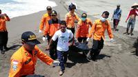 Ilustrasi – evakuasi korban tenggelam di pantai selatan. (Foto: Liputan6.com/Basarnas/Muhamad Ridlo)