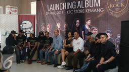 Suasana peluncuran album di Kawasan Kemang, Jakarta, Jumat (29/04/2016). Boomerang, Grassrock dan D'bandhits launching album kompilasi mereka yang diberi nama 3 ROCK. (Liputan6.com/Herman Zakharia)