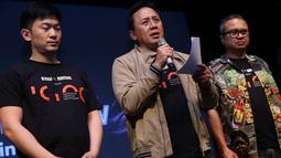 Kepala BEKRAF Triawan Munaf (tengah) seusai penandatangan kerjasama antara Badan Ekonomi Kreatif (Bekraf) dan 88 Rising di Jakarta, Rabu (24/4/2019). Proses pencarian itu dimulai sejak tanggal 23 April hingga 23 Juni 2019 mendatang. (Liputan6.com/HO/Randy)