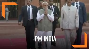 Prosesi pengucapan sumpah sebagai Perdana Menteri India kembali dijalani Narendra Modi. Setelah Partainya, Bharatiya Janata memenangi Pemilu India.