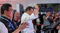 Menkominfo Rudiantara menjajal wahana teknologi 5G di Telkomsel 5G Experience Center. Liputan6.com/Jeko I.R