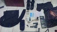 Barang bukti aksi penculikan bersenjata di Aceh (Liputan6.com/Rino Abonita)