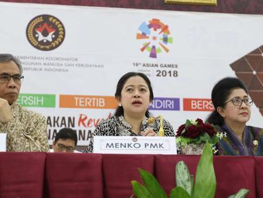 Menko Pembangunan Manusia dan Kebudayaan (PMK) Puan Maharani menggelar jumpa pers di Kemko PMK, Jakarta, Senin (7/5). Pemerintah menegaskan keputusan cuti bersama saat Hari Raya Idul Fitri 2018 akan berlangsung selama 7 hari. (Liputan6.com/Angga Yuniar)