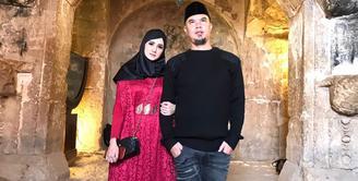 Ahmad Dhani dan Mulan Jameela merupakan salah satu pasangan artis Indonesia yang kerap mencuri perhatian publik. Baru-baru ini, mereka menghabiskan waktu bersama dengan berlibur ke Yerusalem. (Foto: instagram.com/mulanjameela1)