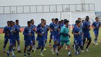 Persib Bandung kembali menggelar sesi latihan pagi di Stadion Arcamanik, Kamis (24/1/2019). (Huyogo Simbolon)