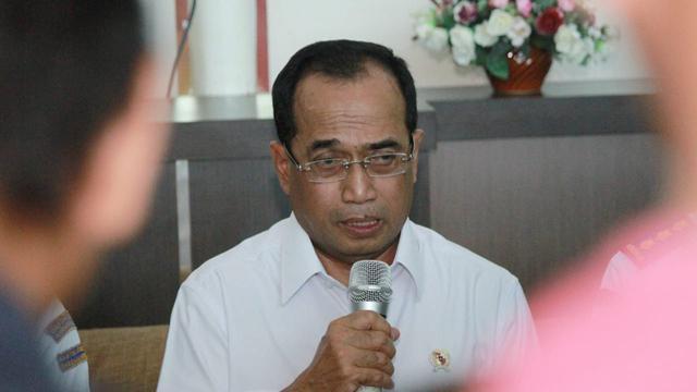 Menteri Perhubungan Budi karya Sumadi memberi keterangan pers kasus kandasnya KM Lestari Maju (Liputan6.com/Eka Hakim)